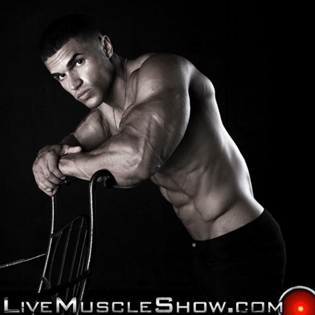 Naked bodybuilder Ruben Valdez at Live Muscle Show 02 Ripped Muscle Bodybuilder Strips Naked and Strokes His Big Hard Cock torrent photo1 - Naked bodybuilder Ruben Valdez at Live Muscle Show