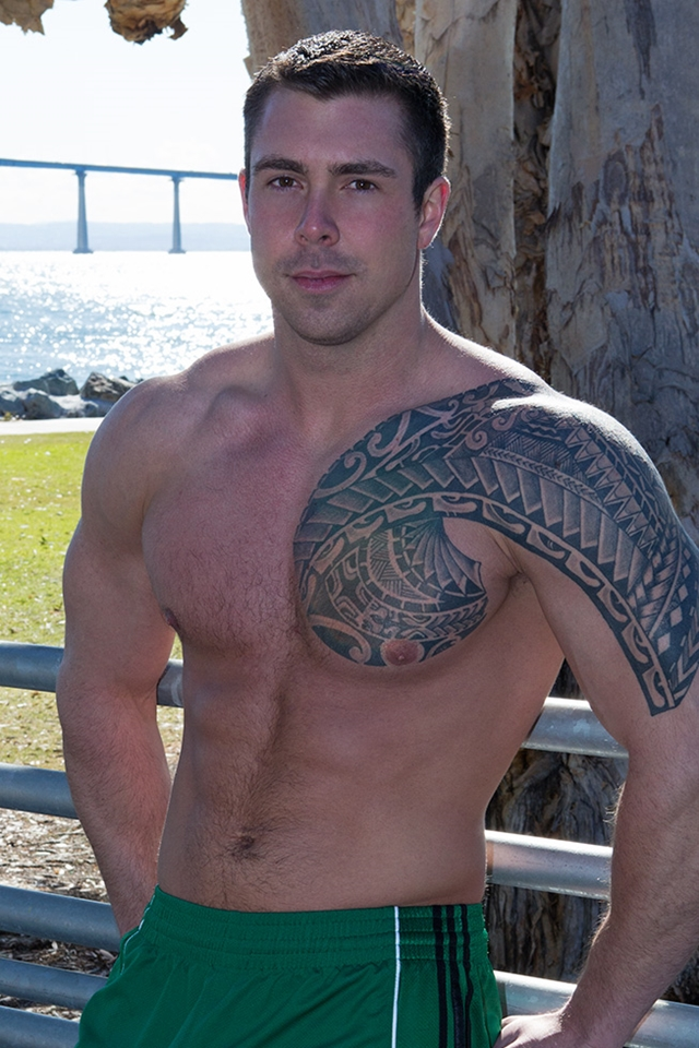 Tattooed muscle hunk Bran SeanCody bareback gay ass fuck American boys men ripped abs jocks raw sex porn 02 pics gallery tube video photo - Tattooed muscle hunk Bran
