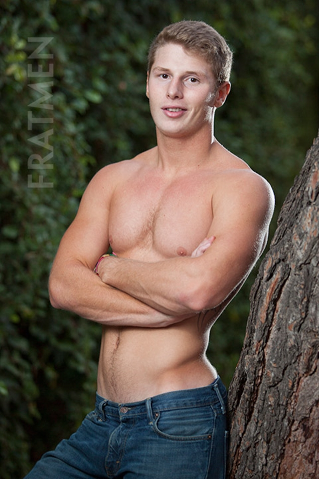 Fratmen-Bo-FRATPAD-Fratguy-Fratboy-red-blond-boy-next-door-ripped-muscle-stud-002-male-tube-red-tube-gallery-photo