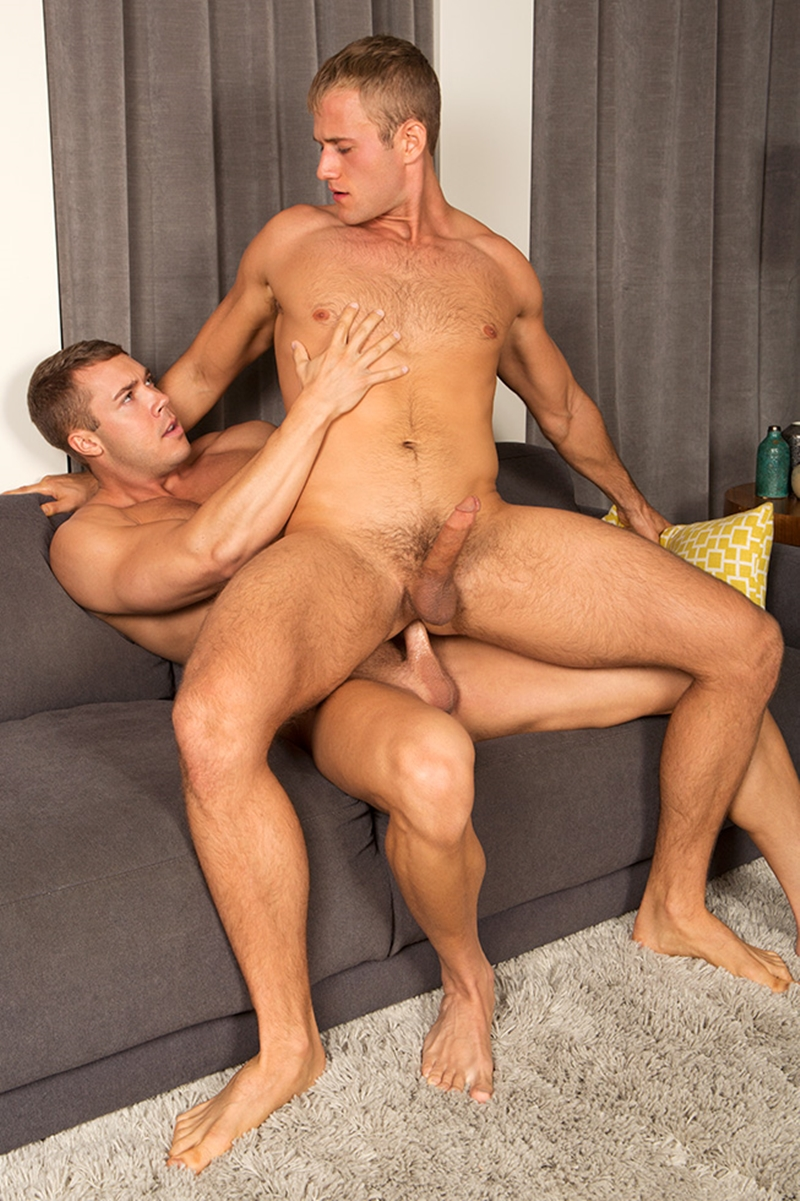 SeanCody-Blond-bottom-stud-Blake-Brody-Shaved-chest-bubble-butt-horny-duo-bareback-dick-man-hole-raw-ass-fucking-004-tube-download-torrent-gallery-sexpics-photo