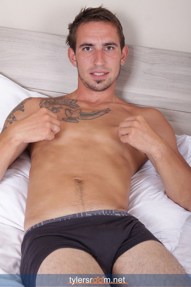 TylersRoom-naked-young-man-Sexy-27-year-old-Chris-Reed-tattooed-ripped-toned-body-big-uncut-cock-jerking-muscle-hunk-01-gay-porn-star-sex-video-gallery-photo